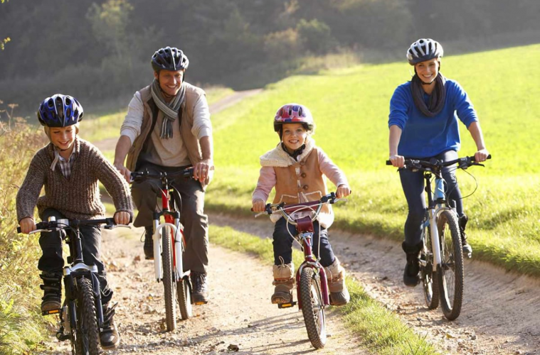 Simple Steps for the Perfect Family Bike Ride - Living In This Season